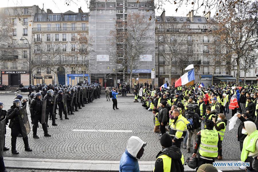 France / Sous la cendre, les braises
