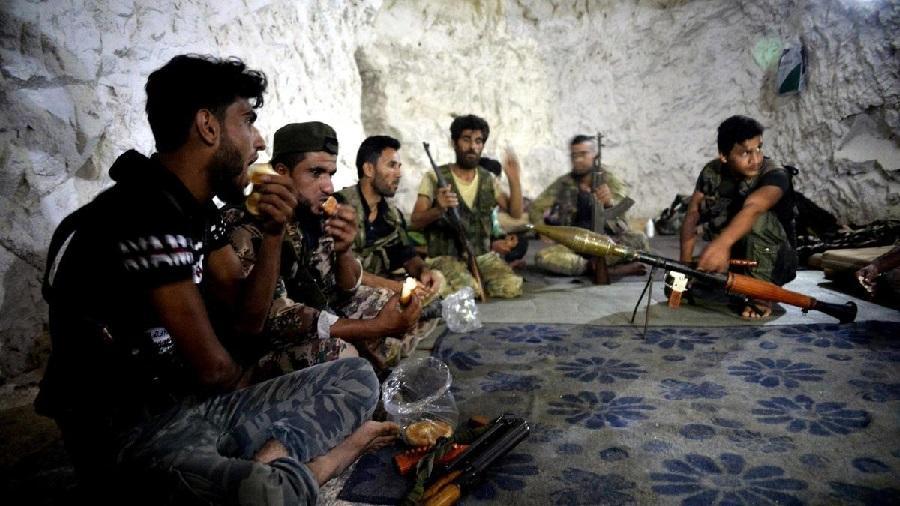 Pourquoi les éléments de l'opposition armée syrienne affluent vers l'Algérie