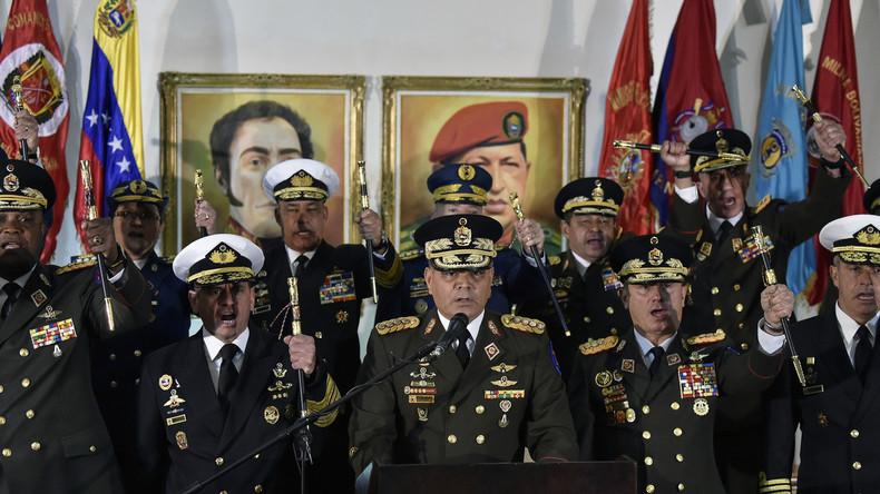 «Loyaux toujours, traîtres jamais» : l'armée apporte son soutien à Nicolas Maduro