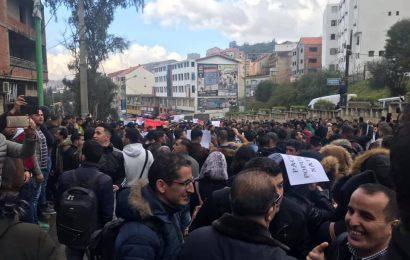 Algérie / Contre un 5e mandat et pour le changement: Des milliers d'étudiants dans la rue