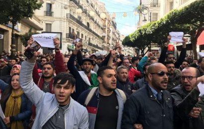 A Alger, le sit-in de Mouwatana réprimé, marche pacifique contre le 5e mandat