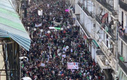 Des millions dans la rue : les Algériens enterrent définitivement la transition proposée par le pouvoir