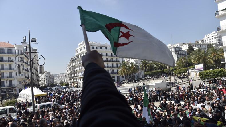 Algérie / Nouveau chant  patriotique: «De nos rues s'élèvent les voix libres»