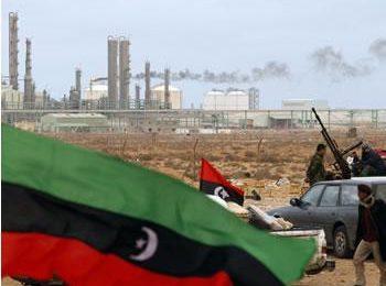 La Libye s'enfonce dans la guerre civile / Mais le pompage du pétrole continue