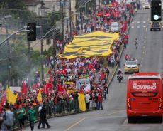 Brésil / Des milliers de manifestants exigent la libération de l'ancien président Lula (images)