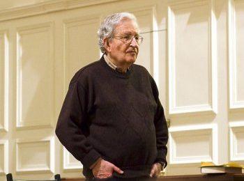 Un nouvel essai de Noam Chomsky : Qu'est-ce que le bien commun ?