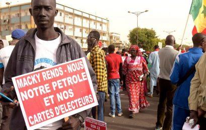 Les Sénégalais adoptent les «vendredis algériens» pour faire chuter le président