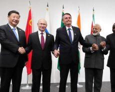 Poutine appelle les BRICS à défendre les règles du commerce mondial et se passer du dollar