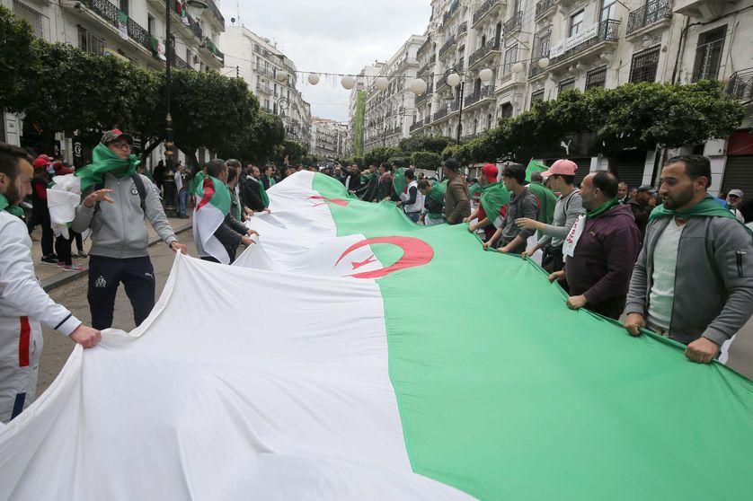 Vers et sur l'intifadha populaire en Algérie  (2 recueils)