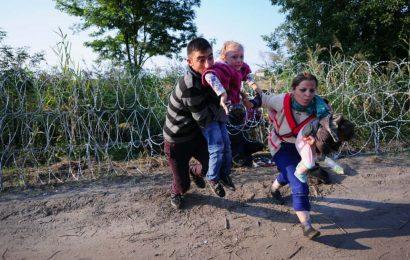 Les migrants face à un rempart en Hongrie
