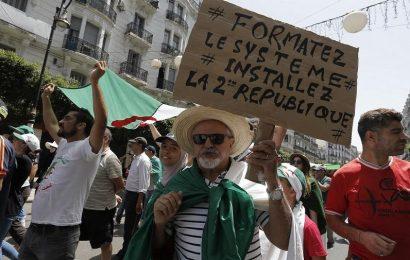 Algérie / 27e vendredi de la contestation: Les manifestants rejettent le panel de Karim Younès