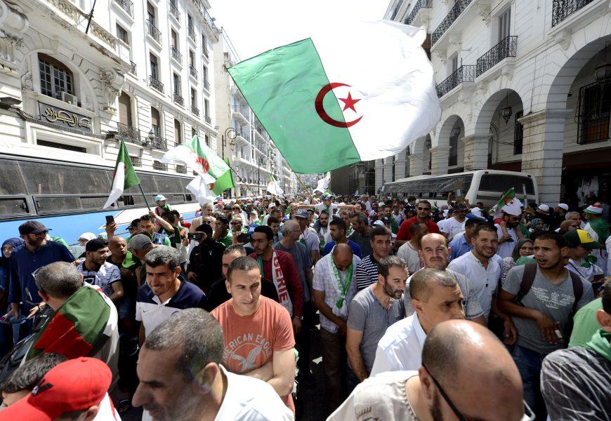 Algérie / Le Hirak face aux choix de sortie de crise : Quelles leçons tirer de l'expérience tunisienne ?