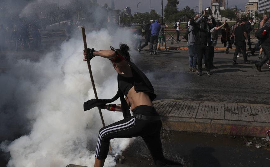 Face au chaos généralisé, le Président chilien demande pardon et présente des mesures sociales – vidéos