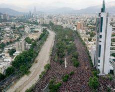 Un million de personnes dans les rues du Chili, manifestant pacifiquement pour les droits et contre la répression