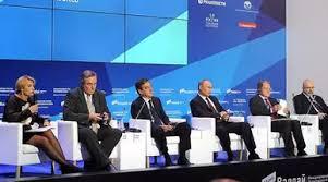 Vladimir Poutine et d'autres chefs d'Etat prennent la parole lors de la réunion du Club Valdaï