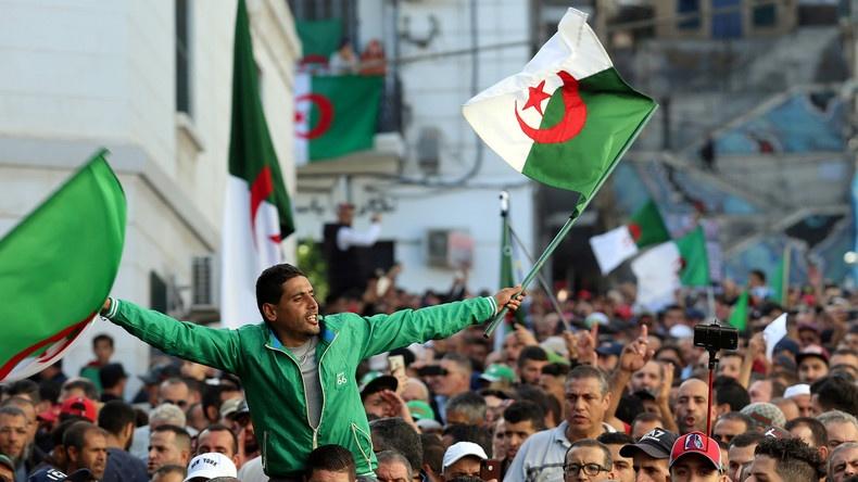 Algérie / Pour le 1er novembre, une immense foule attendue à Alger contre le «système»