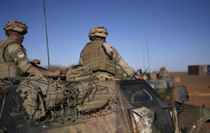 «Nous demandons aux Russes de venir»: la présence militaire française rejetée par des manifestants au Mali