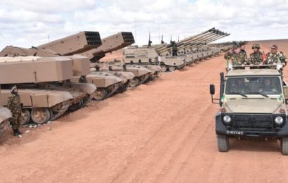 Le Président algérien veut renforcer la position de son armée comme puissance militaire régionale et méditerranéenne