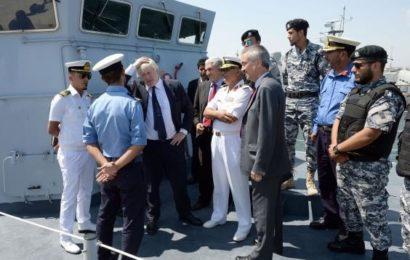 De l'engagement aux critiques, la position britanique sur la guerre en Libye