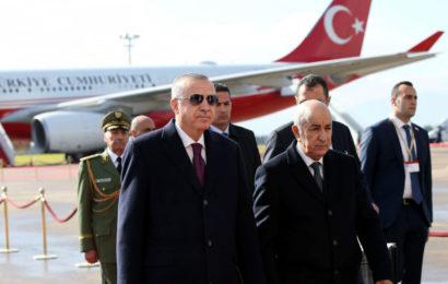 Intervention militaire en Libye: Erdogan met de l'eau dans son raki