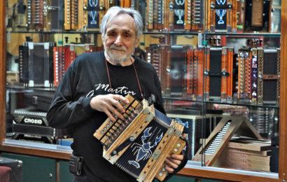 En Louisiane, un fabriquant d'accordéons qui ne s'est jamais autant amusé (reportage)
