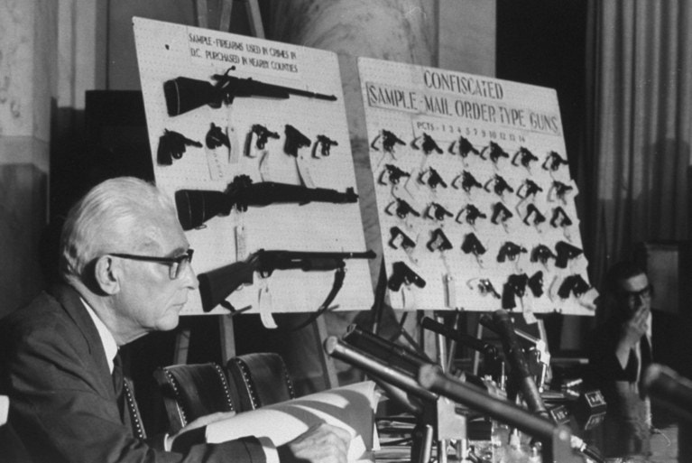 USA / Le contrôle des armes à feu, la paranoïa blanche et la mort de Martin Luther King, Jr.