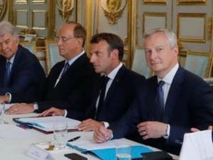 La classe politique française et les violations de la Constitution