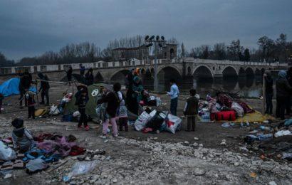 La «vie d'enfer» des réfugiés piégés entre la Grèce et la Turquie