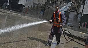 Covid-19: en Algérie, des bénévoles mettent au point un tunnel de désinfection intelligent