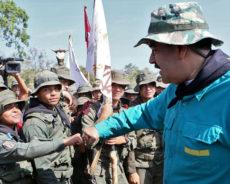 Maduro ordonne la mobilisation de l'artillerie sous la menace de l'agression américaine