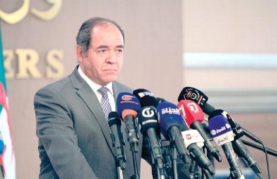 Boukadoum réaffirme le rejet de l'Algérie de l'envoi d'armes en Libye