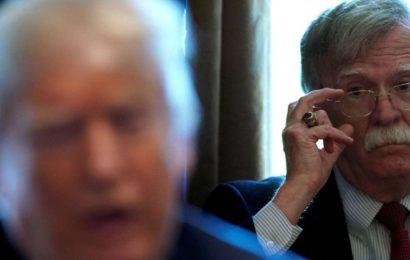Bolton paiera le prix «fort» pour son livre, promet Trump