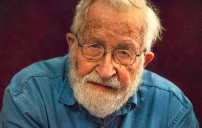 Noam Chomsky : « les États-Unis sont dirigés par des entreprises qui mènent une féroce guerre des classes. »