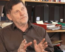 Michel Collon, Géopolitologue et écrivain : «Le mal est dans le système capitaliste»