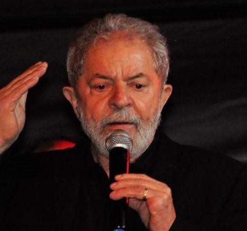 « La vérité vaincra » assure dans son livre l'ancien président brésilien Lula