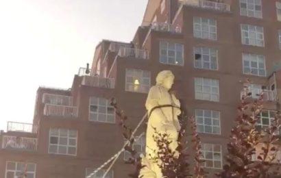 À Baltimore, des Américains hurlent de joie après avoir déboulonné une statue de Christophe Colomb