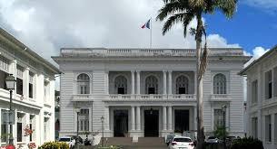 France / Les statues de Joséphine de Beauharnais et du colon Pierre Belain d'Esnambuc détruites en Martinique