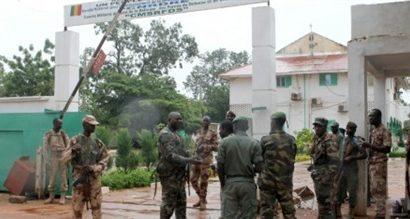 Alger réagit au coup d'État qui a renversé le Président malien