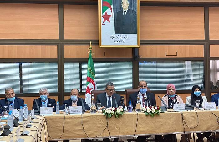 Algérie / M. Djerad présente le projet de révision de la Constitution à la commission de l' APN : Le texte instaure un état moderne séparant l'argent de la politique
