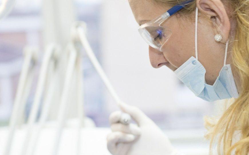 Témoignage d'un chirurgien-dentiste : « Je lutte contre la pensée unique manipulatrice et dictatoriale »