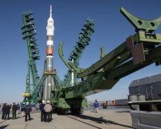 Deux Russes et une Américaine rejoignent l'ISS à bord d'une fusée Soyouz