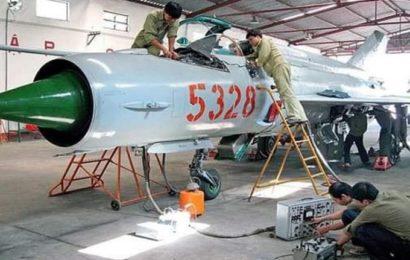 Vietnam / Des avions de combat Mig-21BIS et Mig-21UM transformés en drones kamikazes de choc
