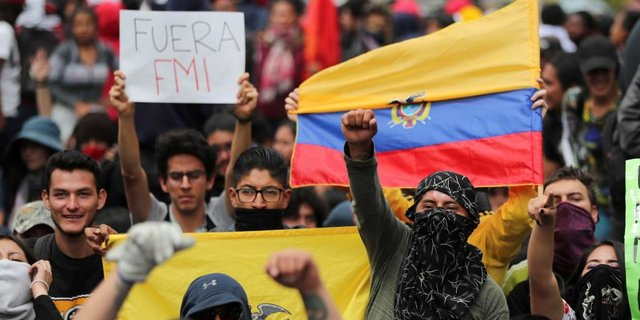 Les prêts empoisonnés de la Banque mondiale et du FMI à l'Équateur