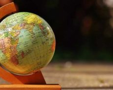 Opinions – Entretiens – Commentaires – A travers le monde