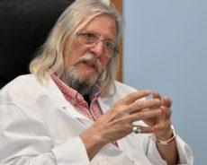 La violente charge de Didier Raoult contre les labos pharmaceutiques