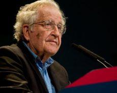 Noam Chomsky : « Les intellectuels et les « responsables » suivent en réalité les diktats du pouvoir privé »