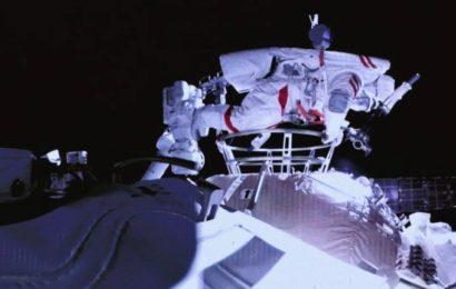 Première sortie dans l'espace pour les taïkonautes de la station orbitale chinoise