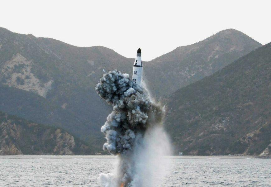 Missile balistique tiré par un sous-marin: la dissuasion nucléaire nord-coréenne crédible
